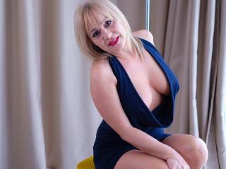 emilylowe nude webcam porn on xlovecam